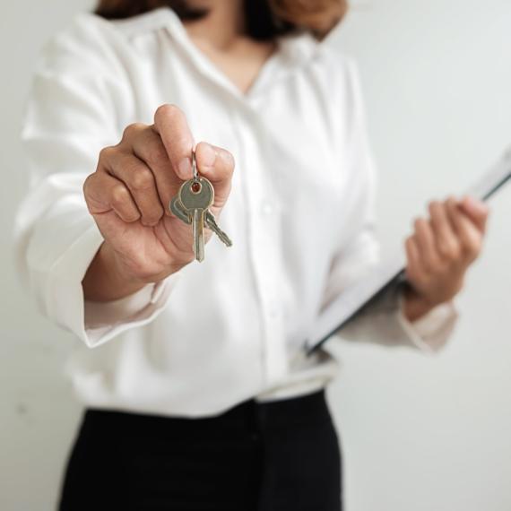 Wir kaufen Ihr Haus oder verkaufen Ihr Haus für Maximum 1% Provision oder provisionslos zu einem Fixpreis nur bei einem erfolgreichen Verkauf.